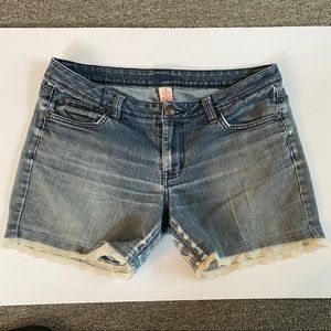 Candie's Jean shorts with lace 11
